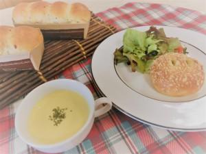 リンゴのミルリトン&焼きカレーパン(8/27 体験入学)