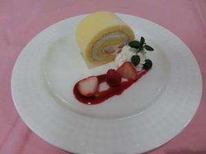 いちごのロールケーキ(オープンキャンパス4/20)